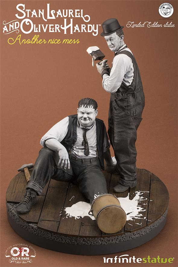 LAUREL & HARDY NICE MESS OLD & RARE STATUE