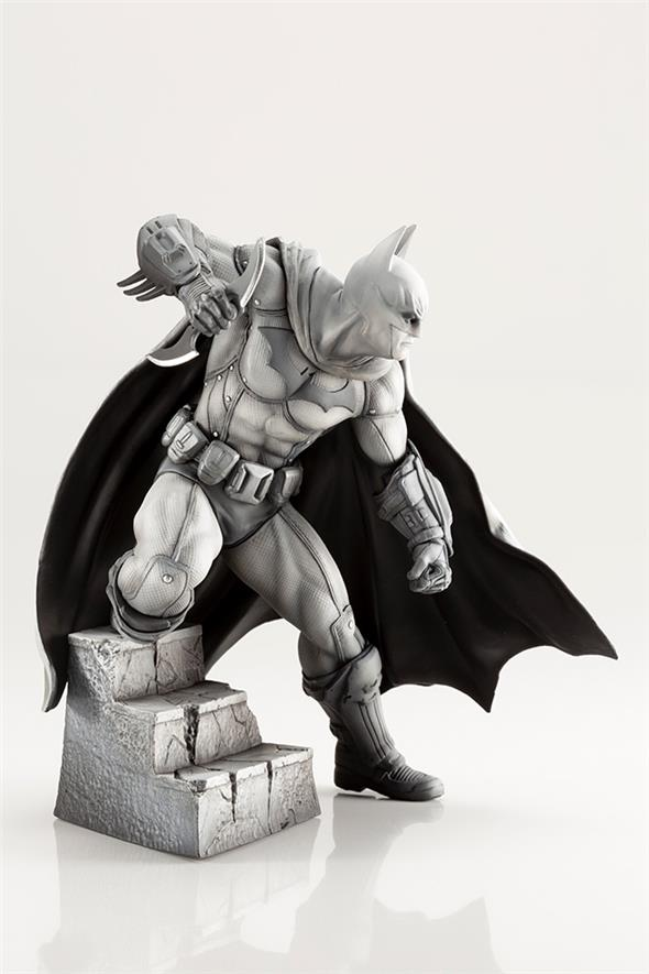 BATMAN ARKHAM 10TH ANN LTD ED ARTFX STATUE
